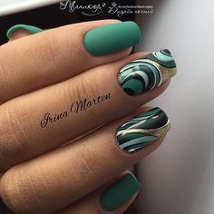 Фотография green modernistic nails