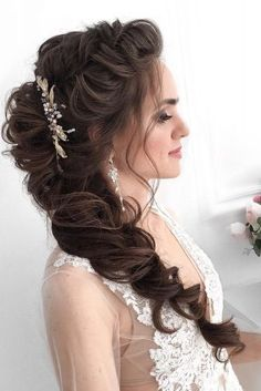 wedding hair straight 50 Awesome Curly Wedding Hairstyles Almost all of the curly wedding hairstyles are for girls with straight hair. They may take longer at hair salon. But it worth for sure! Dark Curly Hair, Curly Wedding Hair, Wedding Hairstyles For Long Hair, Straight Hairstyles, Cool Hairstyles, Hair Upstyles, Hair Creations, White Wedding Dresses, Curly Hair Styles