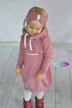 Dazu das freebook Stirnband Kat❤… And another balloon tunic Feli von Rosarosa. In addition the freebook headband Kat❤ Baby Clothes Patterns, Sewing Patterns Girls, Sewing For Kids, Baby Sewing, Knitting Patterns, Crochet Patterns, Baby Outfits, Toddler Outfits, Kids Outfits