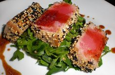 Sushi grade tuna encrusted with sesame seeds, all I can say is yum! This is an easy main course salad. Sesame Crusted Tuna Steak on Arugula Gina& Weight Watcher Recipes Servings: 4 servings Fish Recipes, Seafood Recipes, Cooking Recipes, Recipies, Steak Recipes, Asian Recipes, Ceviche, Skinny Recipes, Healthy Recipes