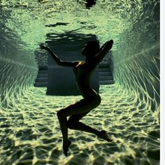 under the water - photography Underwater Photos, Underwater Photography, Nude Photography, Artistic Photography, Photography Lighting, Creative Photography, Fashion Photography, Ansel Adams, Human Body