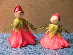 Hollyhock dolls! We used to make flower dolls as kids, but I don't think they were hollyhocks. And they didn't have these awesome turbans. Unusual Flowers, Fake Flowers, Beautiful Flowers, Vintage Candy, Vintage Toys, Mothers Day Plants, Grandmas Garden, Garden Bulbs, Doll Tutorial