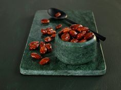 Roasted Almonds is one of the Christmas classics that oozes Christmas spirit! Give them away as an edible Christmas Sarah Bernard, Edible Christmas Gifts, Types Of Cakes, Roasted Almonds, Tex Mex, Red Velvet, Velvet Cake, Deserts, Favorite Recipes