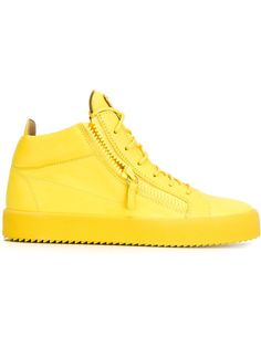 Giuseppe Zanotti Design baskets montantes à plaque logo signature 520 EUR. Kriss yellow leather high-top sneakers. 26 May 2016 on sale on Farfetch was $700, now $385 sizes IT: 39,39.5,40,40.5,41, 41.5,42,42.5,43,43.5,44,44.5,45, 45.5,46.