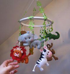 ♥♥♥ E mais um mobile safari... um dos grandes sucessos Sweetfelt! by sweetfelt \ ideias em feltro, via Flickr