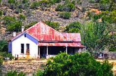 I can see this Karoo house renovated and beautiful. Love the wrap around stoep. Old Buildings, Abandoned Buildings, Abandoned Places, Landscape Photos, Landscape Photography, Africa Painting, African House, Building Painting, Old Farm Houses