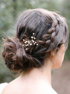 Détails de la barrette Pearl composée de perles naturelles #englishgardencollection #bohobride #hair #pin #mariage #perlesdeaudouce #coiffure #chignontresse #nature #pearls