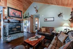 Cabin stays in the heart of Branson, Mo Branson Cabins, Branson Vacation, Silver Dollar City, Luxury Cabin, Lake Cabins, Relax, Bedroom, Heart, Home Decor