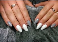 The advantage of the gel is that it allows you to enjoy your French manicure for a long time. There are four different ways to make a French manicure on gel nails. Nail Art Designs, Winter Nail Designs, Nails Design, Design Art, Nail Polish Trends, Nail Trends, French Nails, Pedicure En Gel, Pedicure Ideas