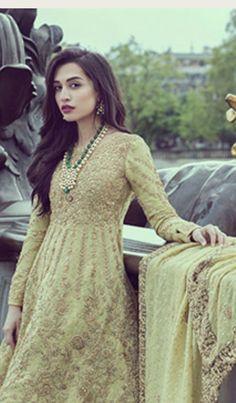 Indian Attire, Indian Wear, Asian Fashion, Women's Fashion, Fashion Design, Pakistani Bridal Couture, Asian Outfit, Eastern Dresses, Desi Bride