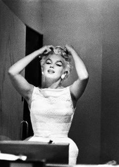 Marilyn Monroe travelling to Bement, Illinois, 1955. Photos by Eve Arnold.