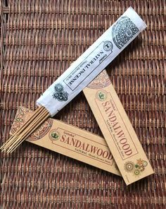 Frankincense from India's prestigious incense house Goloka. It leaves a delicious sandalalseal aroma. Box with 15 grams of handmade incense by hand. Natural, Etsy, Incense, Aromatherapy, Hand Made Gifts, Handmade, Hipster Stuff, Nature, Au Natural