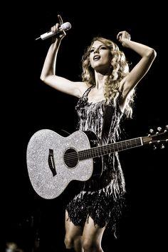 Taylor Swift Fearless photoshoot | Anichu90 Taylor Swift - Photoshoot #101: Fearless Tour (2009)