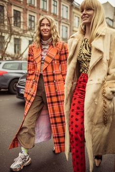 Unsurprisingly, the street style that came out of Copenhagen Fashion Week is ripe for the I-spying. Here are six of the major trends, as told by numbers. Source by gretahollar fashion street style Street Style Trends, Looks Street Style, Danish Street Style, Stockholm Street Style, Mode Outfits, Fashion Outfits, Fashion Trends, Fashion Styles, Jeans Fashion