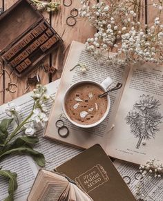 Cozy Aesthetic, Aesthetic Coffee, Brown Aesthetic, Autumn Aesthetic, Flower Aesthetic, Aesthetic Vintage, Flat Lay Photography, Coffee Photography, Aesthetic Pastel Wallpaper