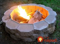 Do you want to know how to build a DIY outdoor fire pit plans to warm your autumn and make s'mores? Find 57 inspiring fire pit ideas in this article. How To Build A Fire Pit, Diy Fire Pit, Fire Pit Backyard, Fire Pits, Building A Fire Pit, Backyard Projects, Outdoor Projects, Diy Projects, Backyard Ideas