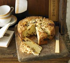 Pear And Mincemeat Crumble Cake From: BBC Good Food, please visit Bbc Good Food Recipes, Fruit Recipes, Cake Recipes, Cooking Recipes, Food Cakes, Fruit Cakes, Mince Meat, Mince Pies, Back Home
