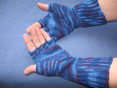 Ravelry: Crochet Half-Finger Gloves pattern by Suzanne Pennell Finger Crochet, Crochet Baby, Free Crochet, Knit Crochet, Ravelry Crochet, Knitting Patterns Free, Crochet Patterns, Crochet Ideas, Free Pattern