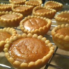 Use a scalloped circle cookie cutter to make mini pies with beautiful crusts in a mini muffin tin! From the Houston Homemaker ( Valk Chuah Houston Homemaker) Mini Pie Recipes, Pumpkin Pie Recipes, Fall Recipes, Holiday Recipes, Holiday Pies, Egg Recipes, Sweet Recipes, Pumpkin Tarts, Cake