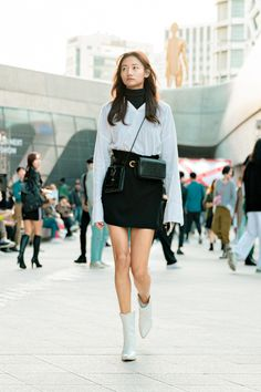 Discover recipes, home ideas, style inspiration and other ideas to try. Korean Summer Outfits, Korean Fashion Summer Street Styles, Asian Street Style, Korean Fashion Trends, Street Style Women, Korean Airport Fashion Women, Korean Street Styles, Korean Fashion Casual, Seoul Fashion