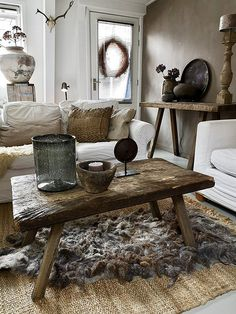 Styling at De Wemelaer part the coffee table different! - The Wemelaer, Ideas coffee table sober country style. Modern Rustic Homes, Modern Rustic Decor, Rustic Home Interiors, Rustic Home Design, Rustic Room, Home Interior Design, Interior Decorating, Cosy Living, Deco Boheme Chic