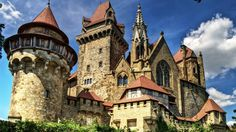 Kreuzenstein Castle Tourism, Austria - Next Trip Tourism Austria Tourism, Heart Of Europe, Fairytale Castle, Beautiful Castles, Old Buildings, Holiday Destinations, Abandoned Places, Barcelona Cathedral, Around The Worlds
