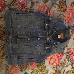 Levis jean jacket Only worn a few times and is in good condition. I love it but I just don't wear it anymore! I hope you like it! Levi's Jackets & Coats Jean Jackets