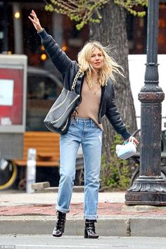 Sienna Miller looks effortlessly chic in boyfriend jeans in NYC | Daily Mail Online