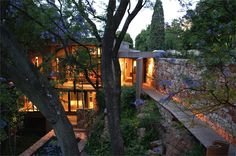Treetop house on the edge of a cliff; a forgotten house, in one of Johannesburg, South Africa's oldest suburbs, was transformed for modern living by Slee and Co Architects.