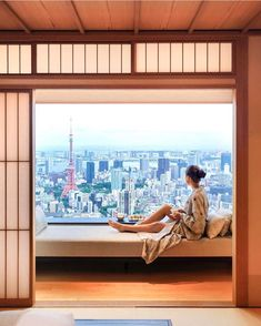 These luxury honeymoon hotels in Tokyo, Japan are just the place to unwind during your exciting getaway. Japan Honeymoon, Honeymoon Hotels, Destinations, Tokyo Hotels, Road Trip, Tokyo Tower, Tokyo Japan, Japan Travel, Dream Vacations