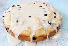 How to make a simple lemon blueberry muffin cake at home with ricotta, olive oil and your choice of lemon glaze or streusel topping + VIDEO.