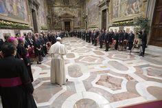Le pape François accueille les dirigeants de 27 États de l'Union européenne au Vatican, le 24 mars 2017.