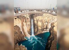 canyon with waterfall Murals Street Art, 3d Street Art, 3d Chalk Art, Chalk Drawings, Illusion Art, Sidewalk Chalk, 3d Wallpaper, Optical Illusions, Graffiti