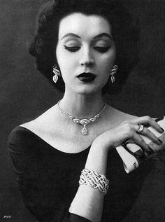 Dovima modeling Kramer Jewelry in 1952.