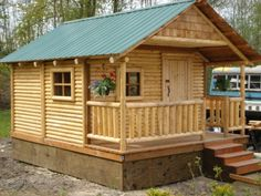 For anyone who has dreamed of having a real log cabin in the woods, but still wants to keep it small, Washington based Mr. Cabin, Inc. builds substantial and very affordable log cabins that stay under 200 square feet. Small Log Cabin, Tiny House Cabin, Log Cabin Homes, Log Cabins, Tiny Houses, Small Cabins, Rustic Cabins, Dog Houses, Bamboo House Bali