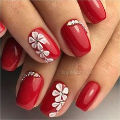 Flowers do not always open, but the beautiful Floral nail art is available all year round. Choose your favorite Best Floral Nail art Designs 2018 here! We offer Best Floral Nail art Designs 2018 .If you're a Floral Nail art Design lover , join us now ! Red Nail Art, Red Acrylic Nails, Floral Nail Art, Red Nails, Glitter Nails, Matte Nails, Red Art, Fall Nails, Bling Nails
