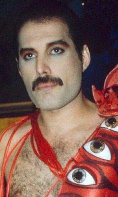 "Freddie Mercury ""It's a hard life"" Glam Rock Makeup, 70s Makeup, Makeup Class, Brian May, John Deacon, Jesus Christ Superstar, Roger Taylor, Queen Freddie Mercury, Queen Band"
