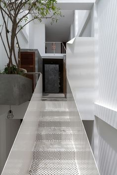 Image 3 of 28 from gallery of House / AHL architects associates. Photograph by Hoang Le Photography Staircase Handrail, Staircase Design, Staircases, Balustrades, Interior Architecture, Interior Design, Design Interiors, Compact House, Best Architects
