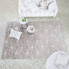 Caretti Linen Rugs by Designers Guild feature a geometric pattern lifting out of the evocative neutral linen tones, provides structure and an architectural quality. #DesignerRugs #ModernRugs #InteriorDesign