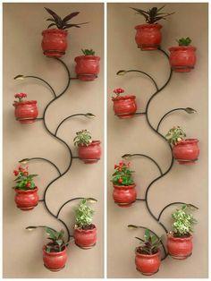 House Plants Decor, Plant Decor, Feature Wall Design, Indoor Water Garden, Wrought Iron Decor, Vertical Garden Wall, Homemade Home Decor, Diy Plant Stand, Flower Stands