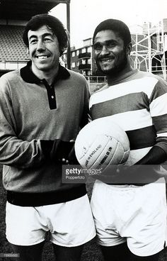 October Stoke City and England goalkeeper, Gordon Banks pictured with Portuguese star Eusebio at Queens Park Rangers' ground where a penalty shoot our 'duel' was to take place. Pure Football, Retro Football, School Football, Vintage Football, Football Soccer, Football Players, Queens Park Rangers, Gordon Banks, Penalty Shot