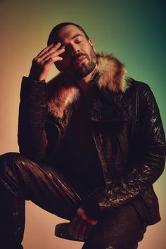 charlie weber - Google Search Charlie Weber, Jon Snow, Fur Coat, Game Of Thrones Characters, People, Fictional Characters, Google Search, Fashion, Jhon Snow