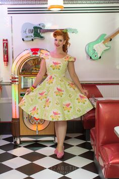 A beautiful full circle skirt dress reminsicnet of fashion. Made of luxurios fabric perfect for bridesmaid dresses with a feel. Available on our website with our amazing range of swing dresses, pinup gir clothing and rockabilly dresses. Circle Skirt Dress, Full Circle Skirts, Swing Dress, Dress Up, Rockabilly Outfits, Rockabilly Fashion, 1950s Fashion, Pin Up Dresses, 50s Dresses