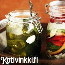 Perinteiset maustekurkut | Kotivinkki Pickles, Cucumber, Cooking Recipes, Autumn, Food, Fall Season, Chef Recipes, Essen, Fall