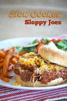 The perfect sloppy joe made in a slow cooker! // Ground beef : https://www.zayconfresh.com/campaign/30