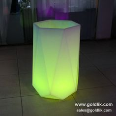 Hight Quality Outdoor LED Lighting Pots With Remote Control from China Balcony Lighting, Decorated Flower Pots, Garden Furniture, Potted Plants, Remote, Table Lamp, Plastic, Led, Party