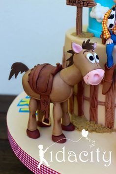 Spectacular Toy Story Cake - Toys for years old happy toys Toy Story Cake Toppers, Toy Story Cakes, Festa Toy Story, Toy Story Party, Cake Topper Tutorial, Fondant Animals, Horse Cake, Fondant Toppers, Toy Story Birthday