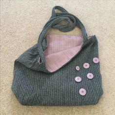 Lined shoulder bag made from a long-sleeved t-shirt