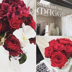 Krásné květiny pro krásné ženy od @bethsdeluxeflowers v našem salonu 💜💜💜#flowers #svatebnisaty #svatba_maggie #svatba #weddingdress #weddingflowers