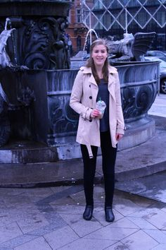 Trench coat and black My Outfit, Trench, Coat, Womens Fashion, Jackets, Outfits, Black, Blogging, Outfit
